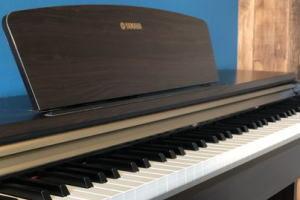 備品 フルコンサートグランドピアノの音を録音した電子ピアノ
